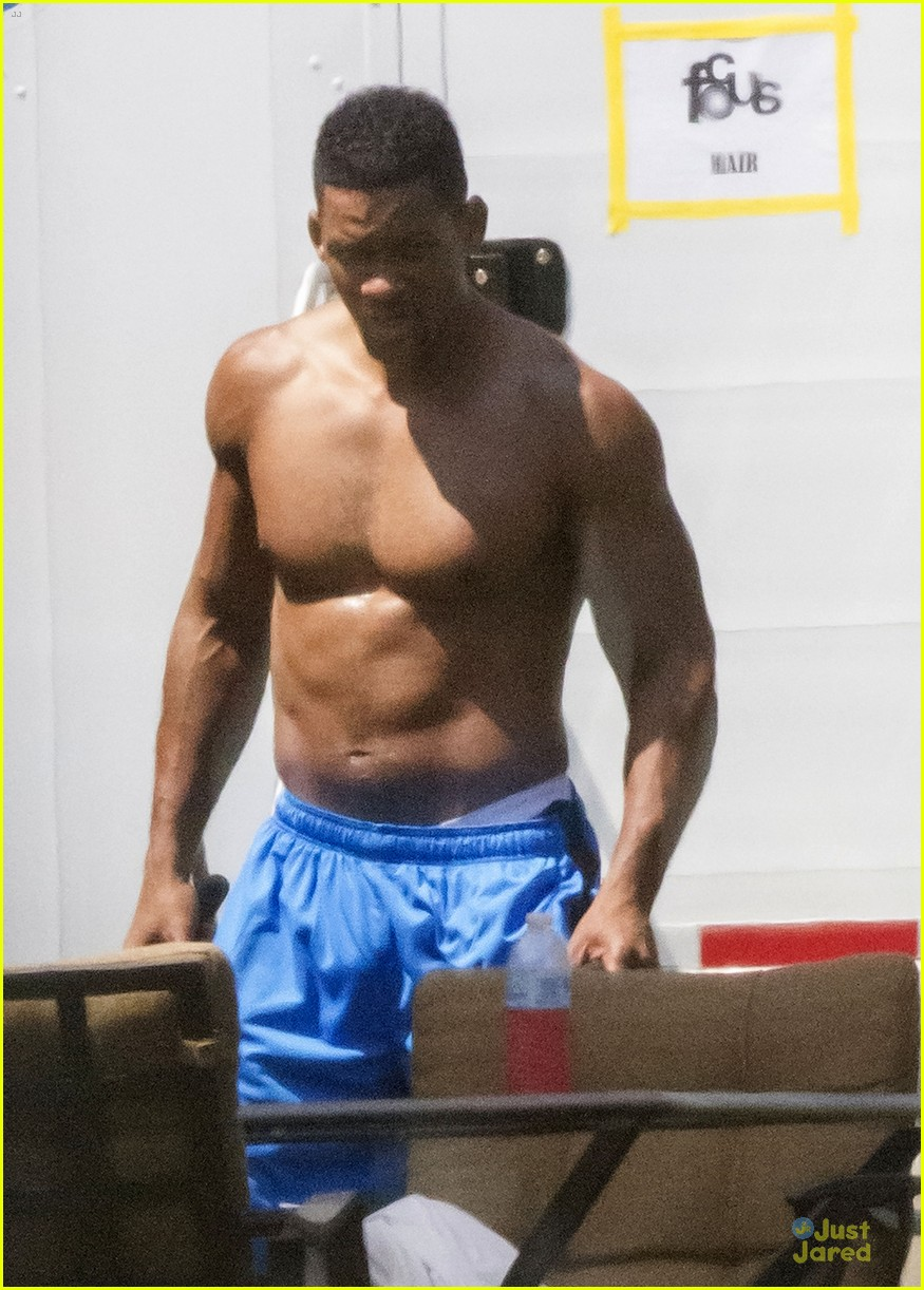 will smith shirtless fighting moves for focus 02