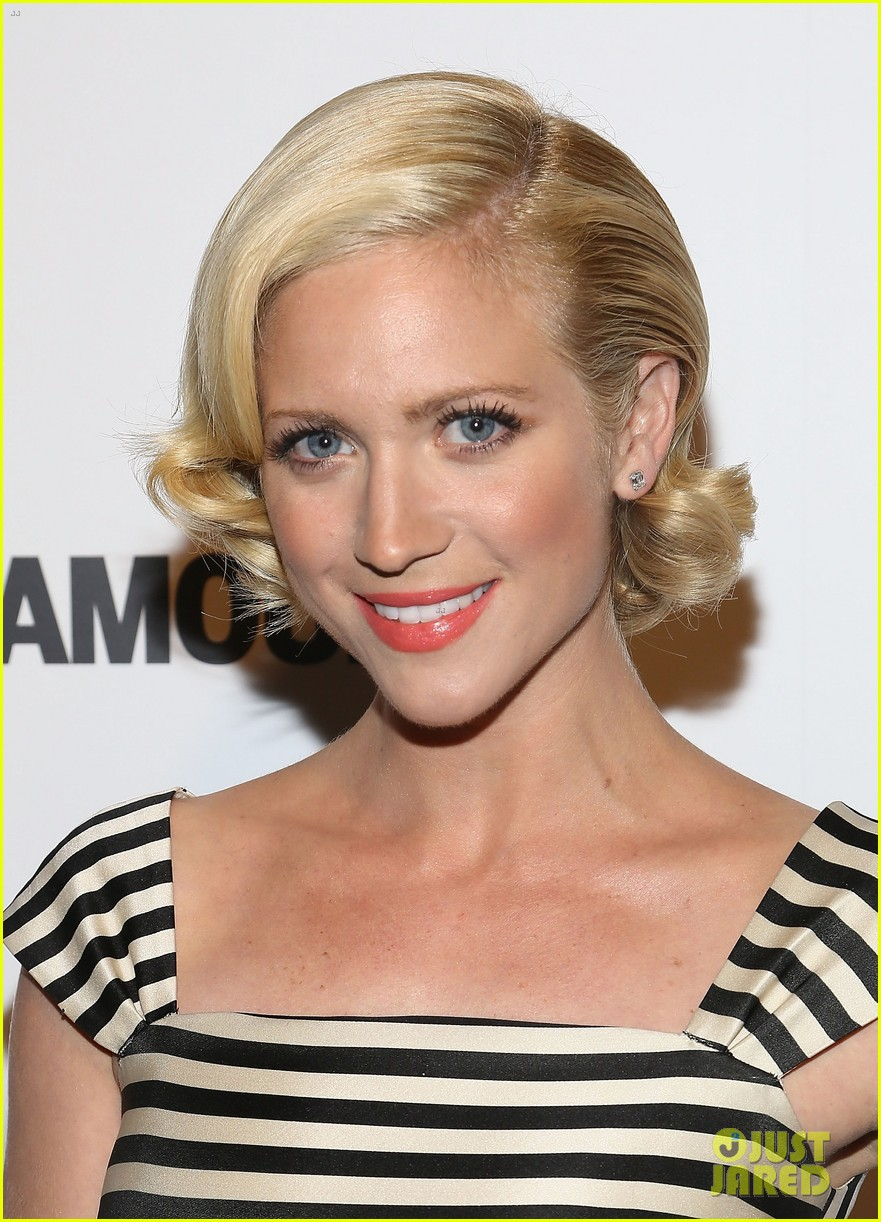 brittany snow mistaken for britney spears while getting award 04