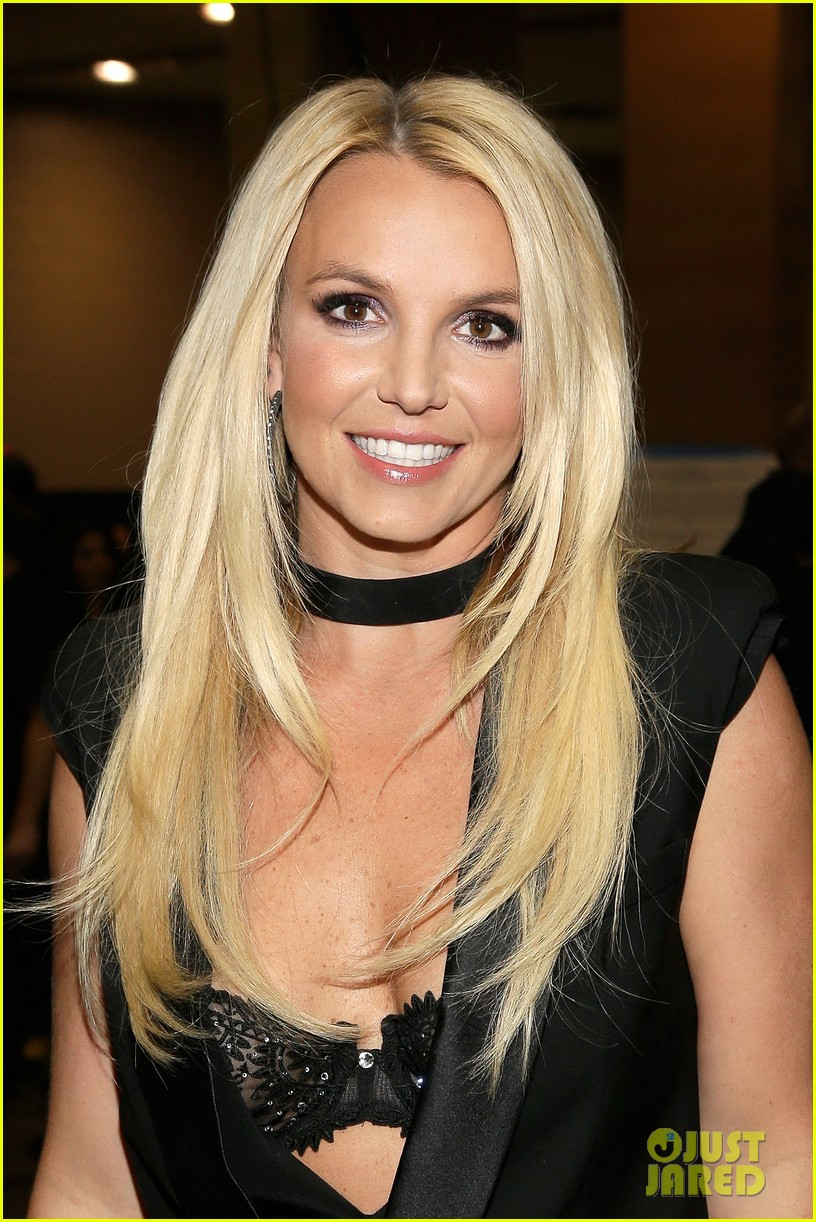 britney spears iheartradio festival presenter for miley cyrus 04