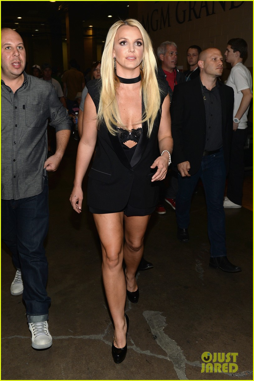 britney spears iheartradio festival presenter for miley cyrus 082957178