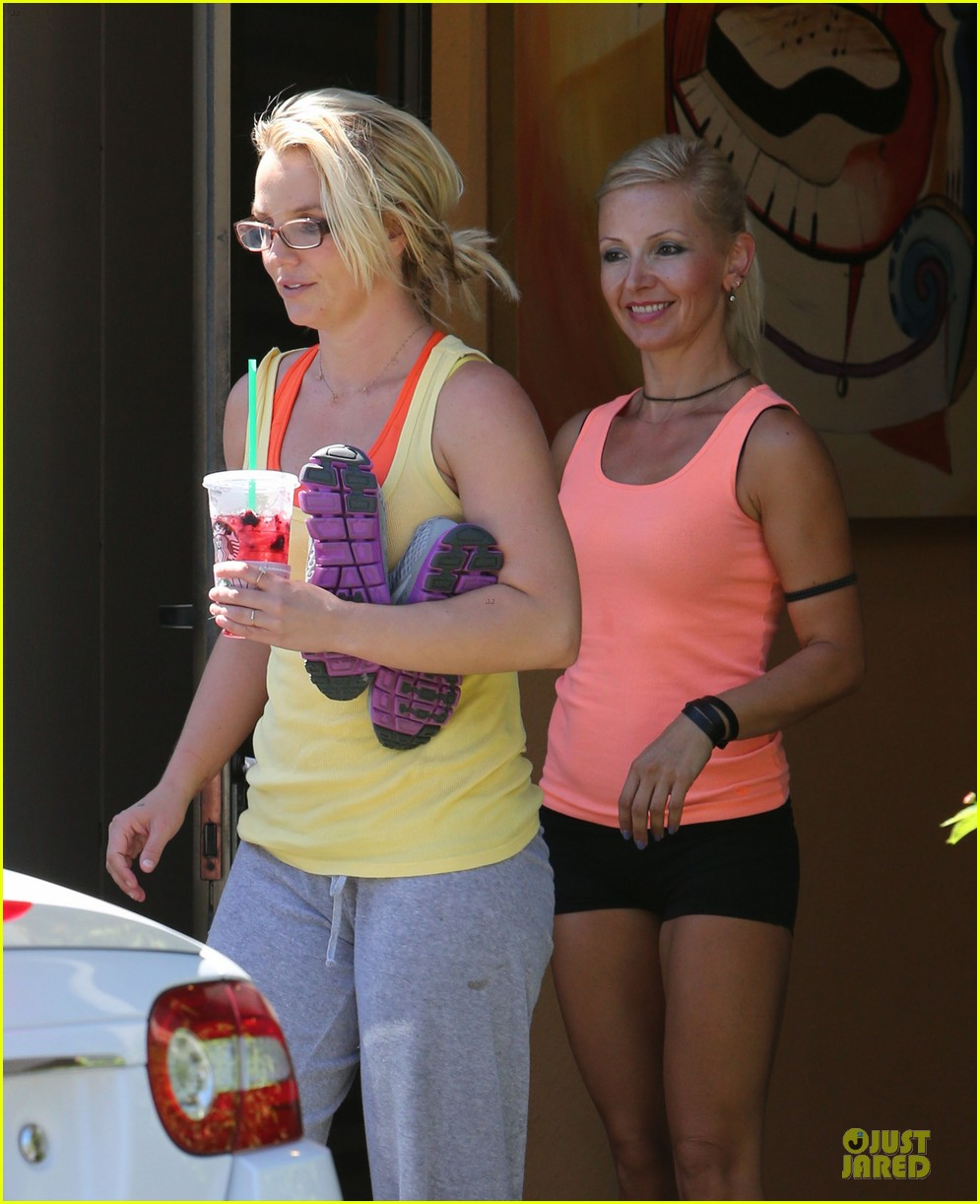 britney spears wraps up week with dance studio stop 04