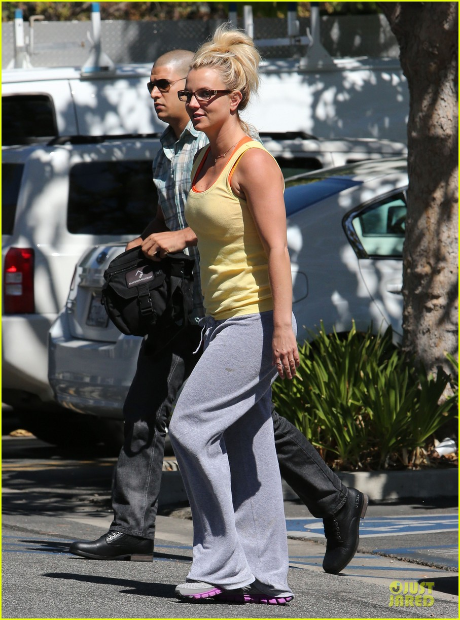 britney spears wraps up week with dance studio stop 08