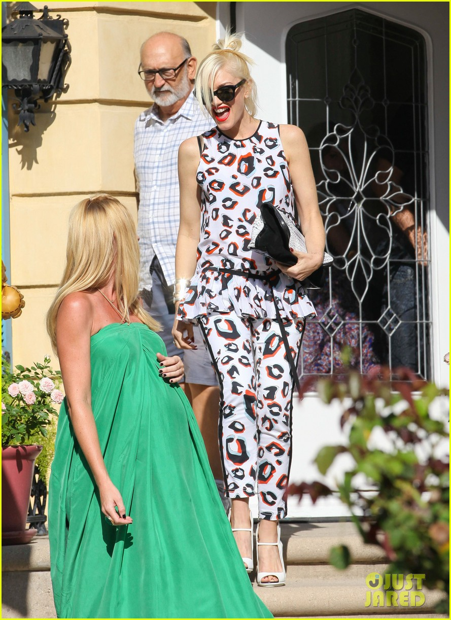 gwen stefani mommy duties with kingston and zuma 192954084