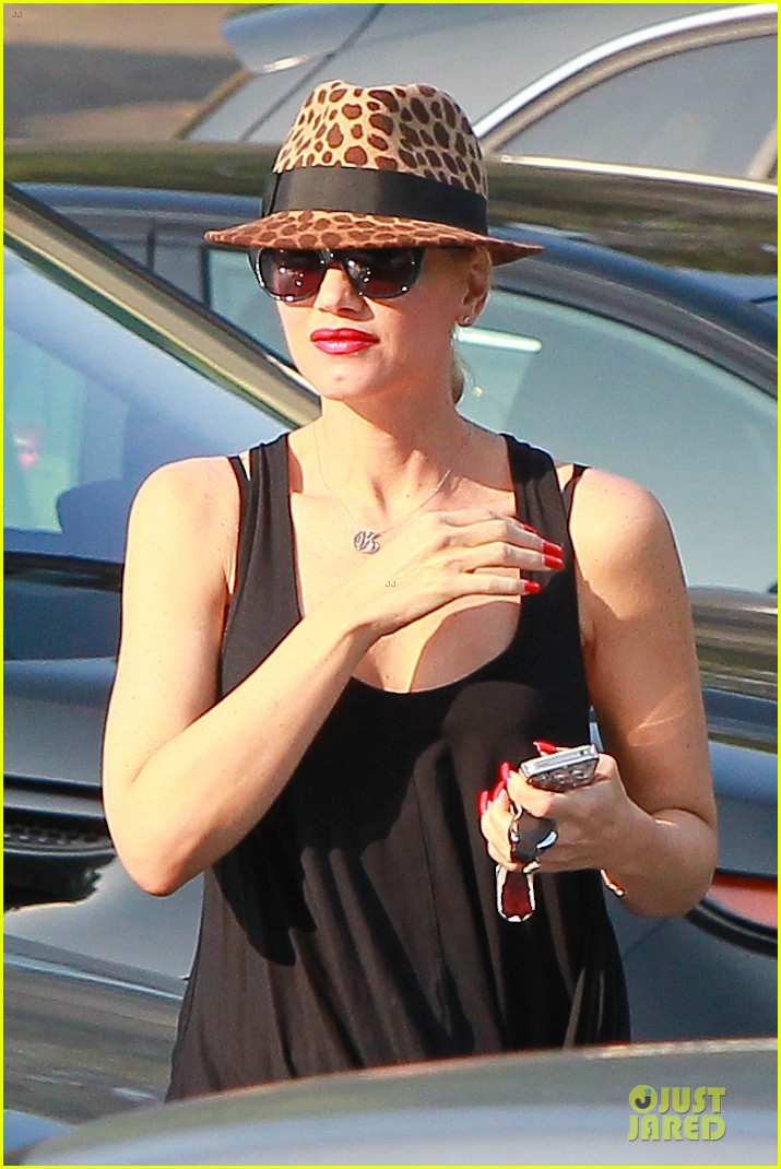 gwen stefani pregnancy confirmed by eve 042951616