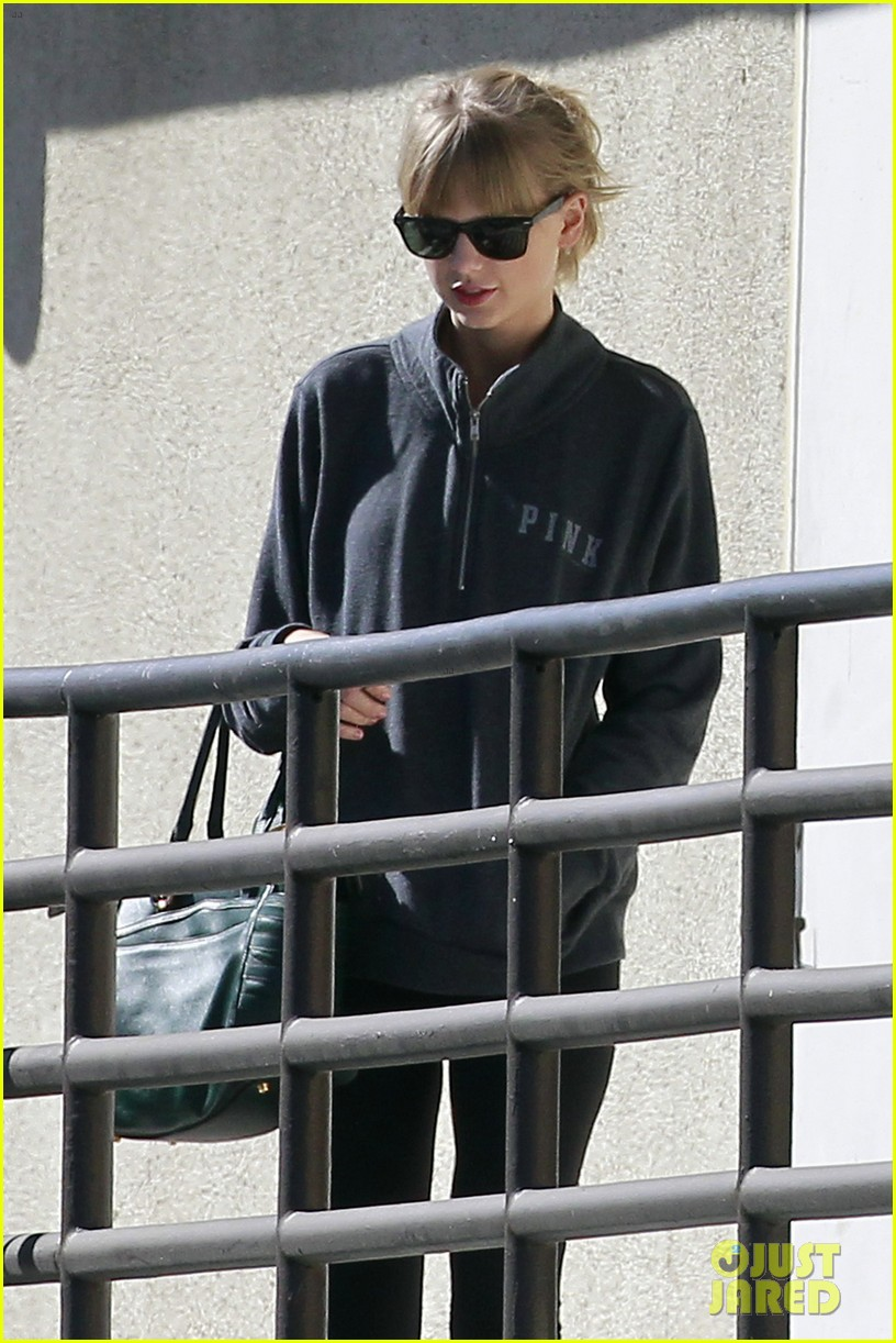 taylor swift leaves the gym in her sweats 062960736