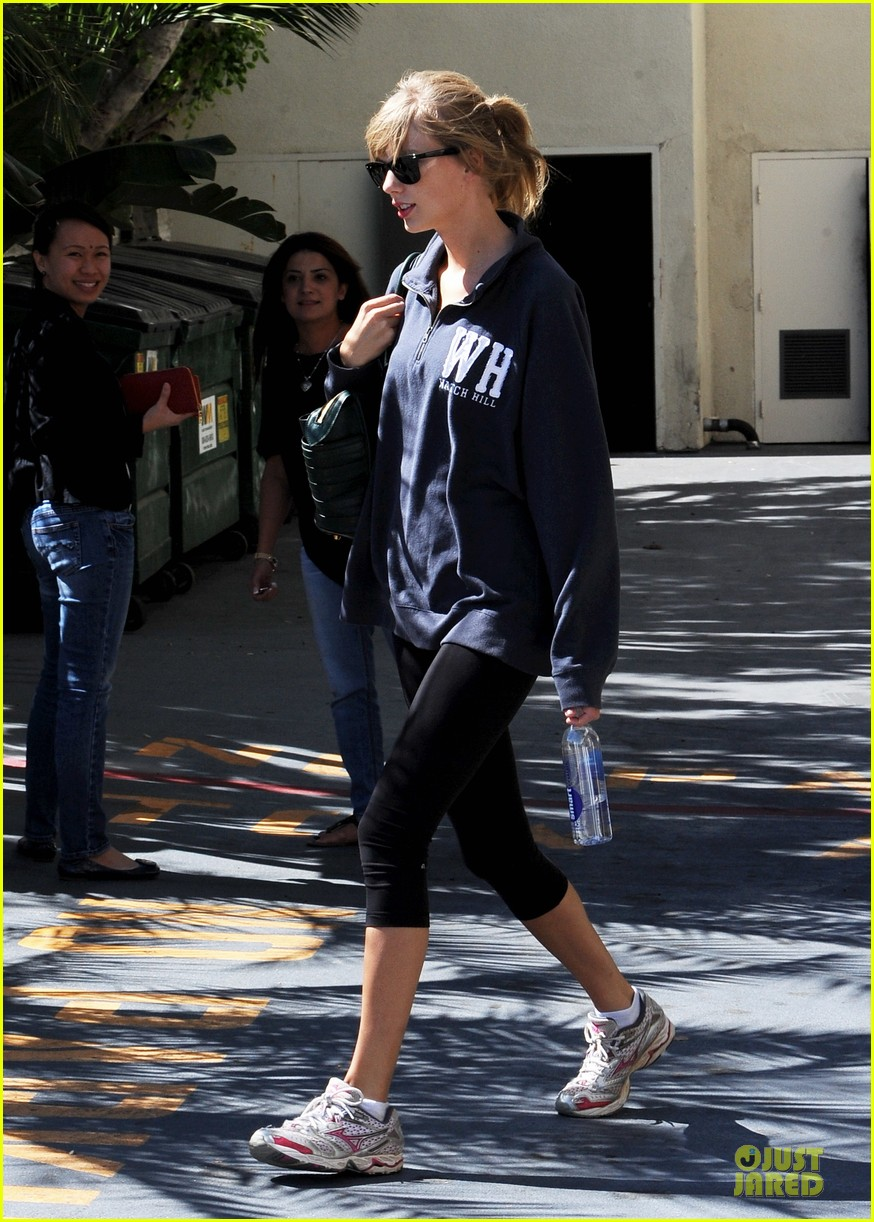 taylor swift steps out for workout after the giver news 19