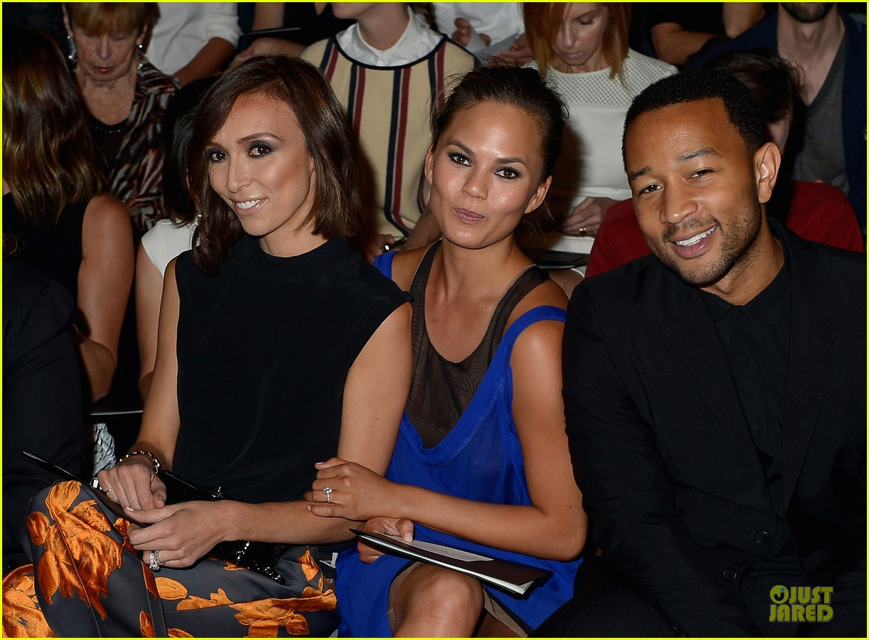 chrissy teigen john legend vera wang badgley mischka fashion shows 13