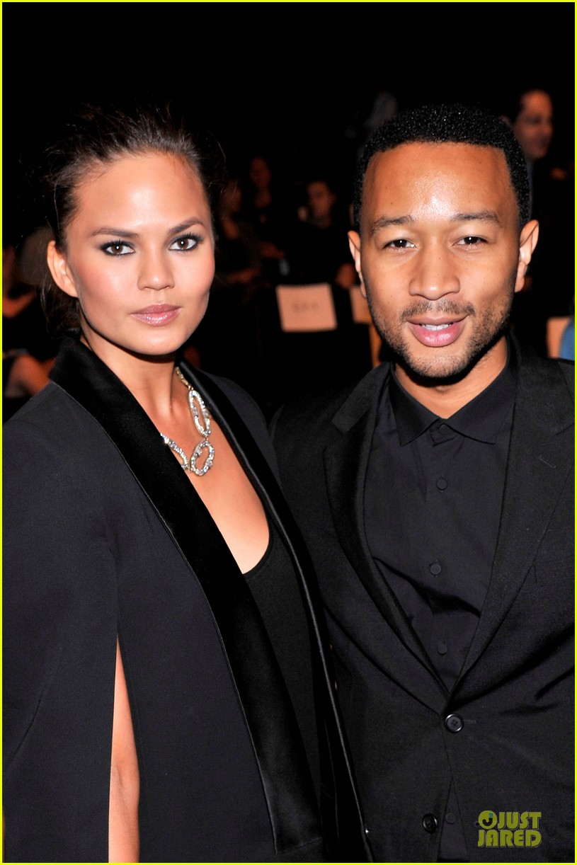 chrissy teigen john legend vera wang badgley mischka fashion shows 192949575