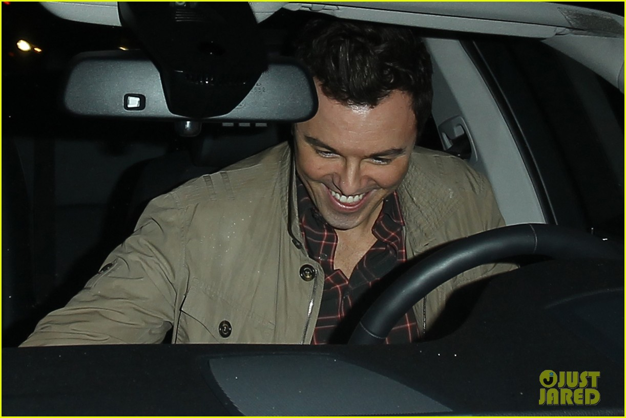 charlize theron seth macfarlane friendly dinner date 02