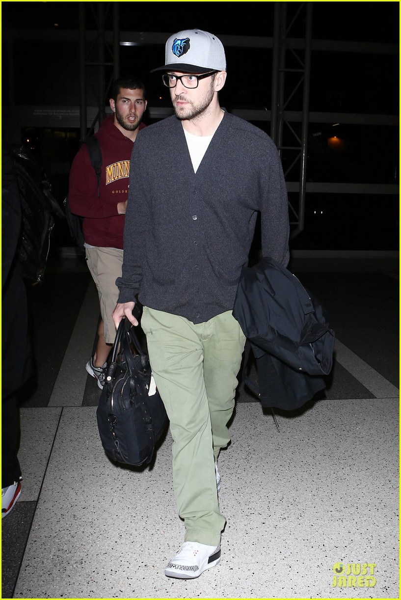 justin timberlake supports memphis grizzlies at lax airport 042961456