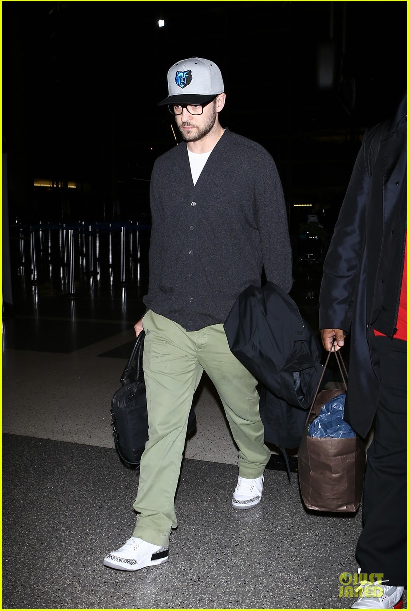 justin timberlake supports memphis grizzlies at lax airport 06