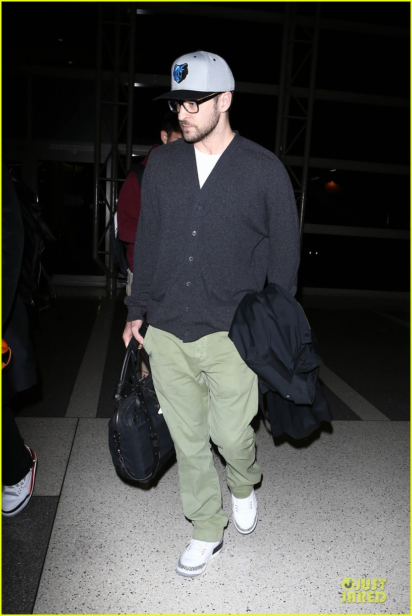 justin timberlake supports memphis grizzlies at lax airport 08