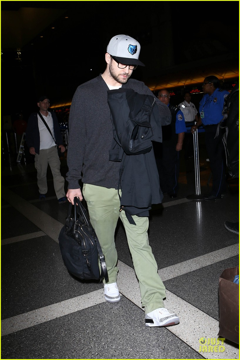 justin timberlake supports memphis grizzlies at lax airport 16
