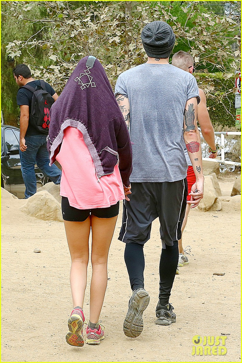 ashley tisdale labor day party with christopher french 17