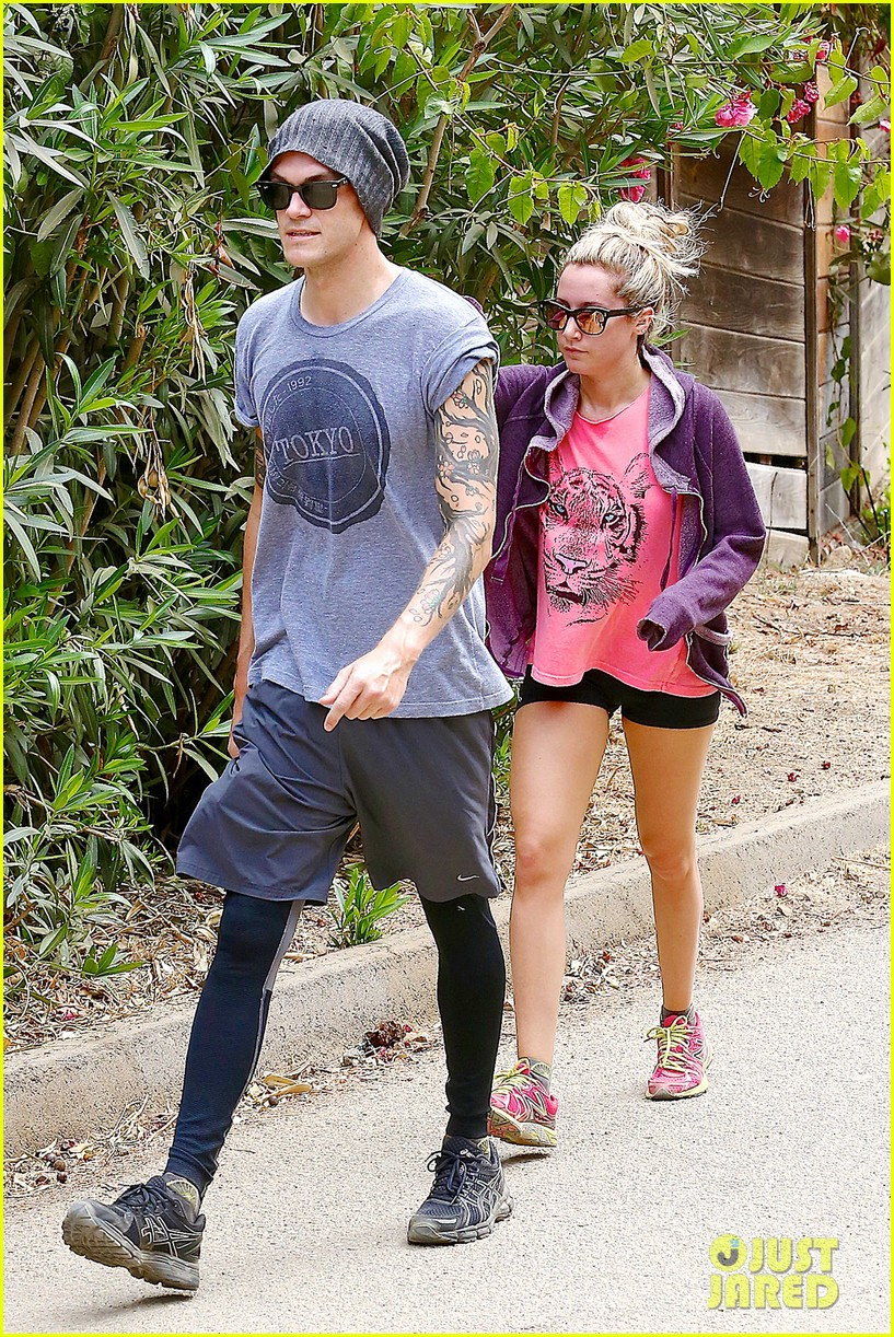 ashley tisdale labor day party with christopher french 19