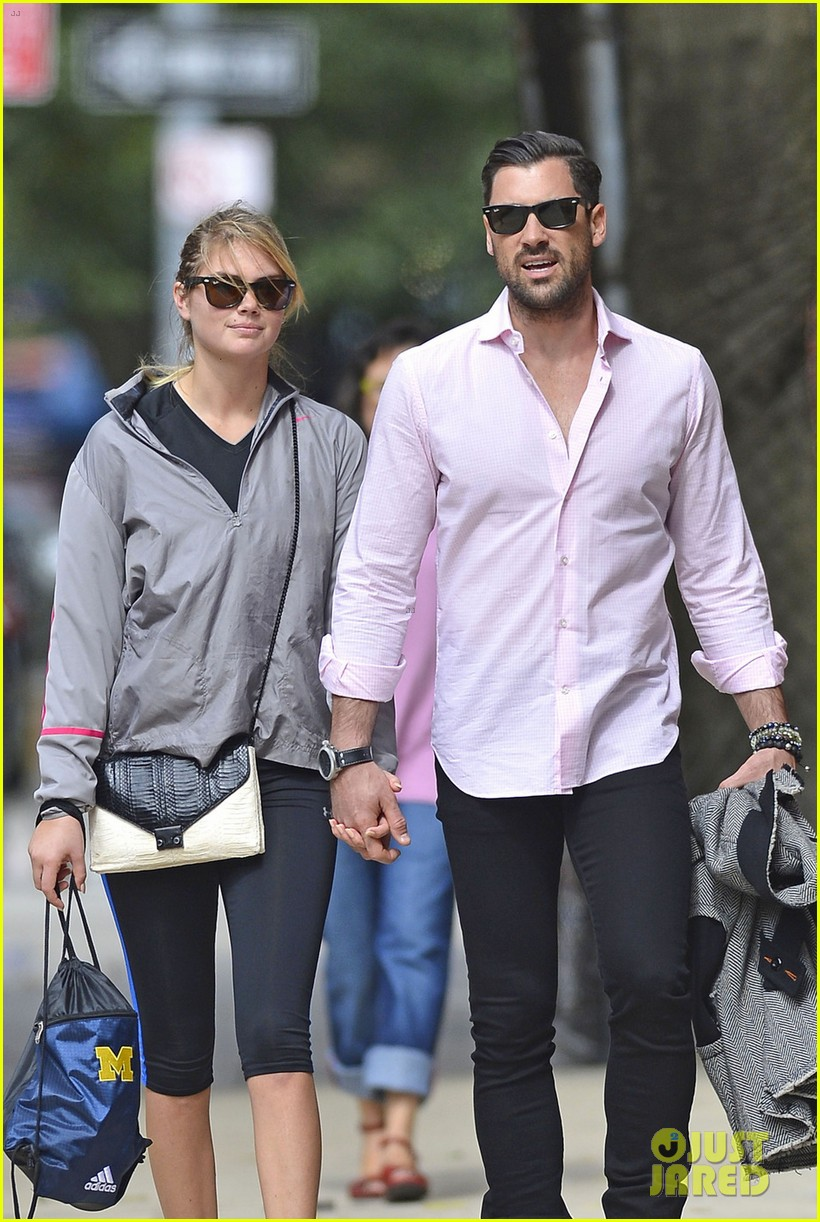 kate upton holds hands with maksim chmerkovskiy 082963184