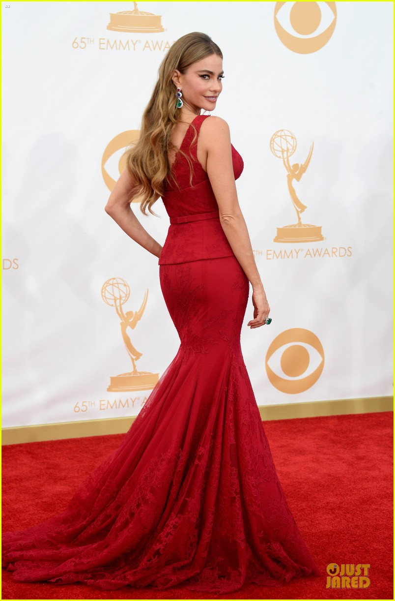 sofia vergara julie bowen emmys 2013 red carpet 032958175