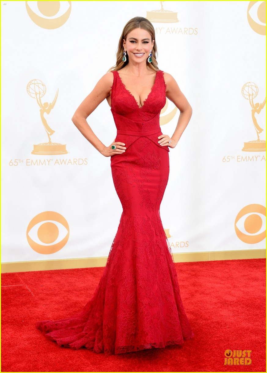sofia vergara julie bowen emmys 2013 red carpet 07