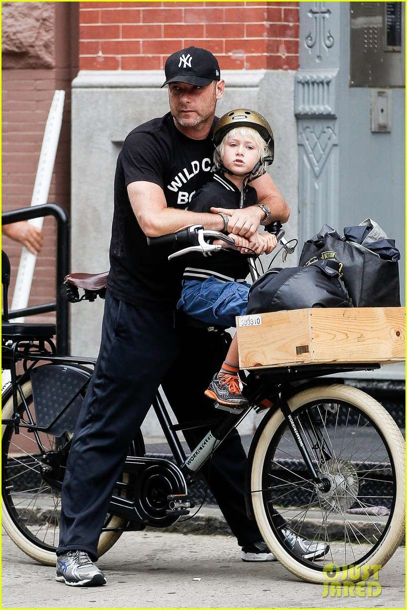 naomi watts family bike all week in new york city 08