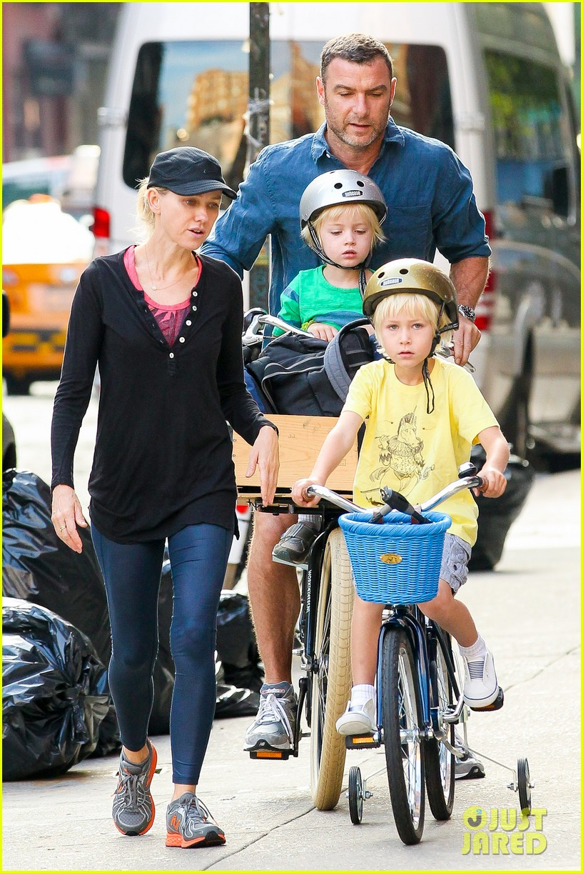 naomi watts family take on morning with early exercise 10