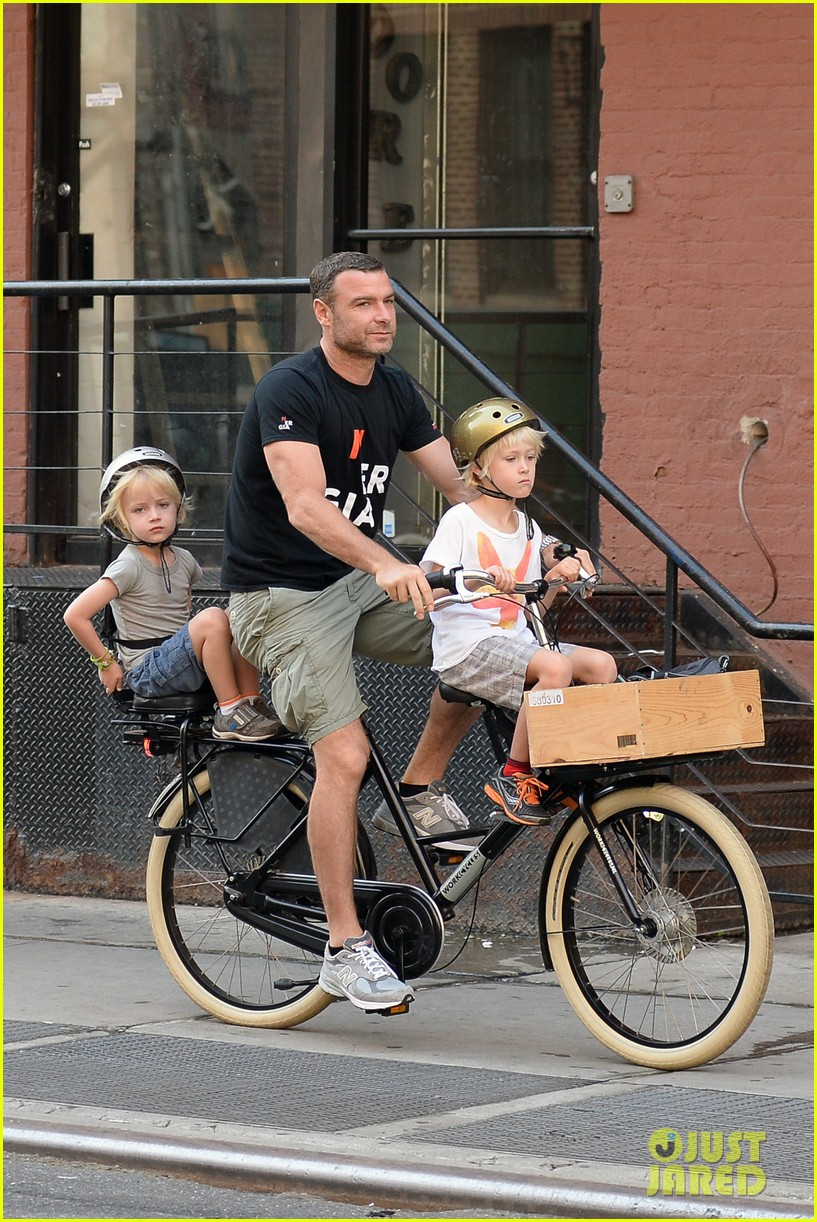 naomi watts family take on morning with early exercise 132951449