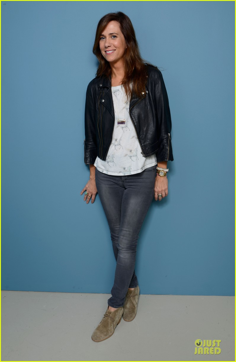 kristen wiig hateship loveship portrait session at tiff 03