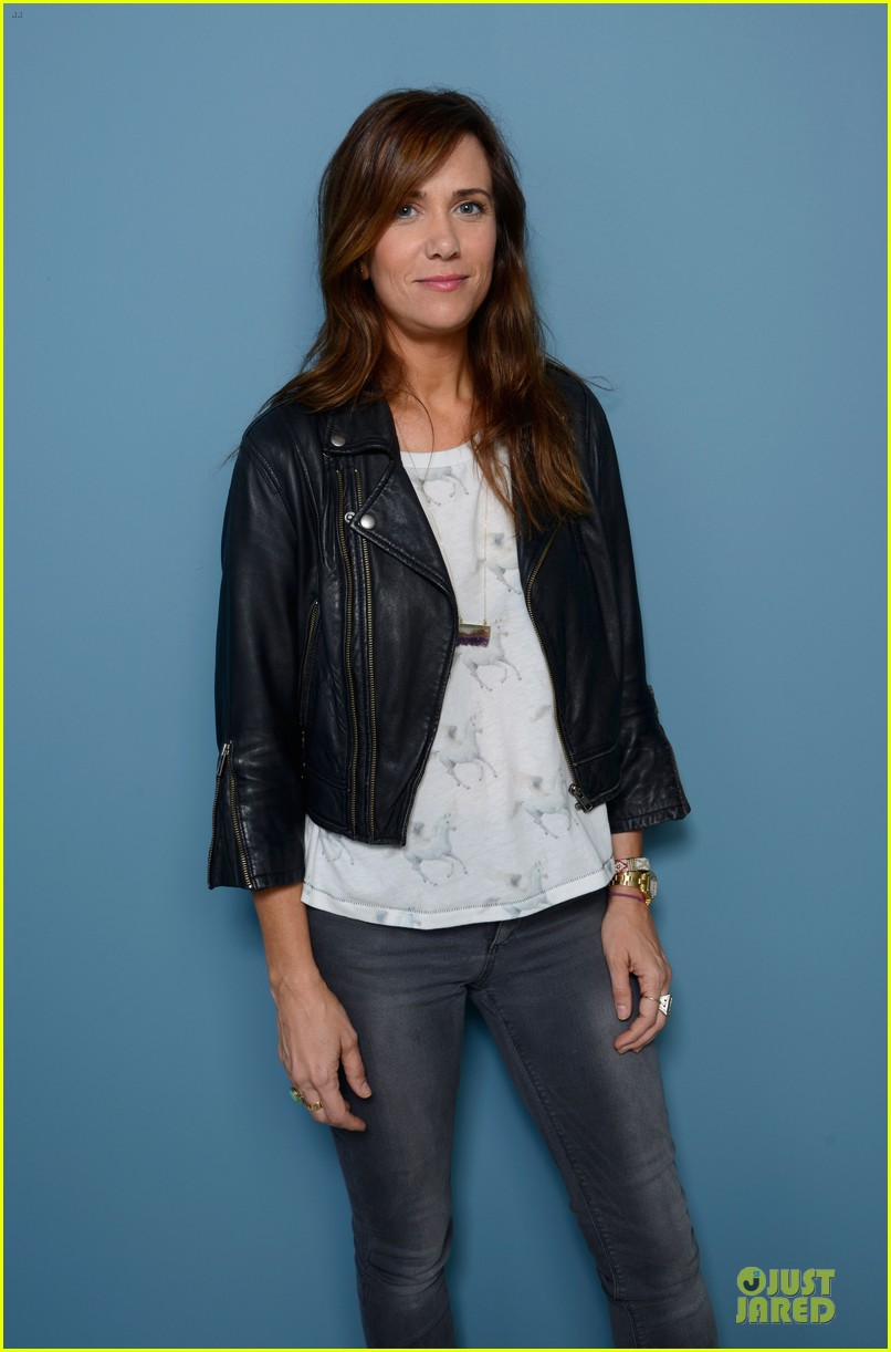 kristen wiig hateship loveship portrait session at tiff 06