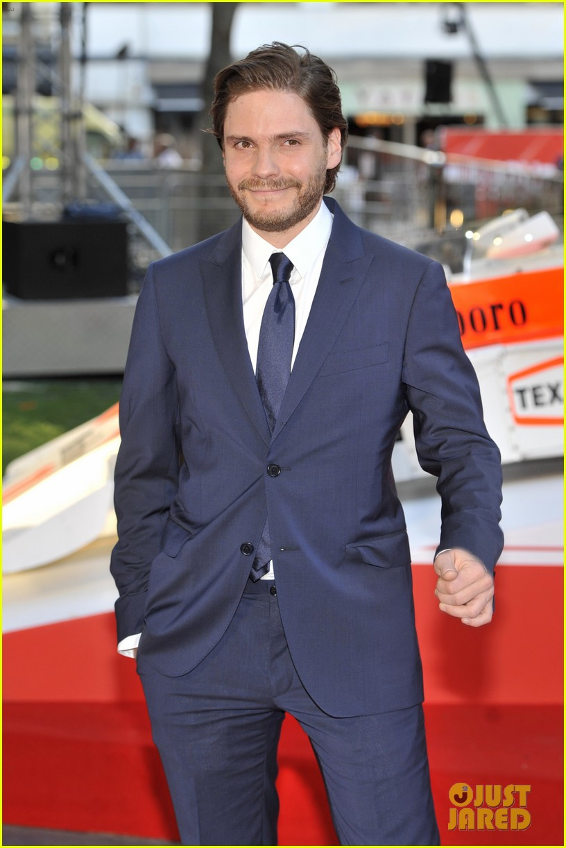olivia wilde daniel bruhl rush london premiere 052942440
