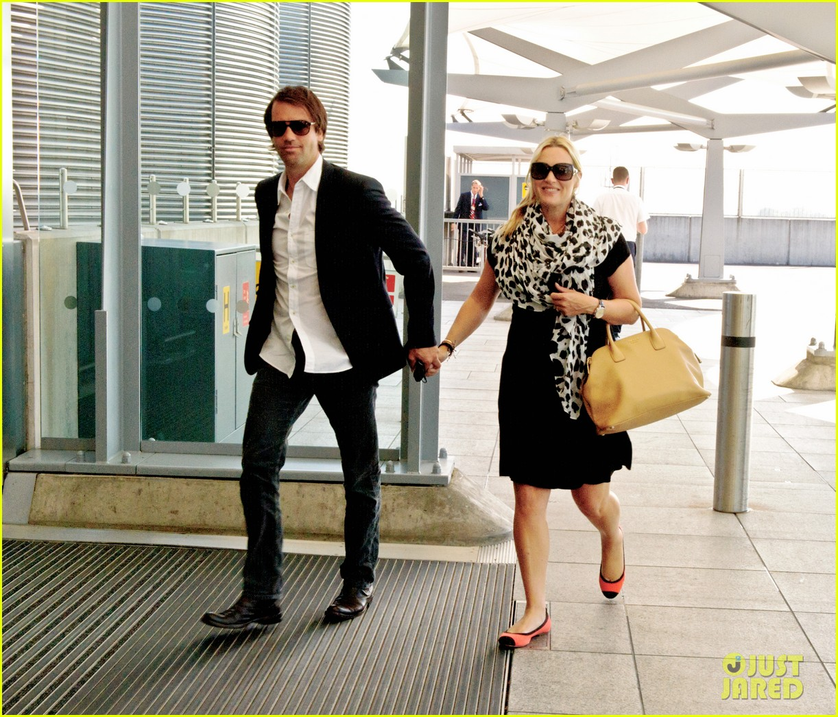 pregnant kate winslet ned rocknroll head to toronto 01