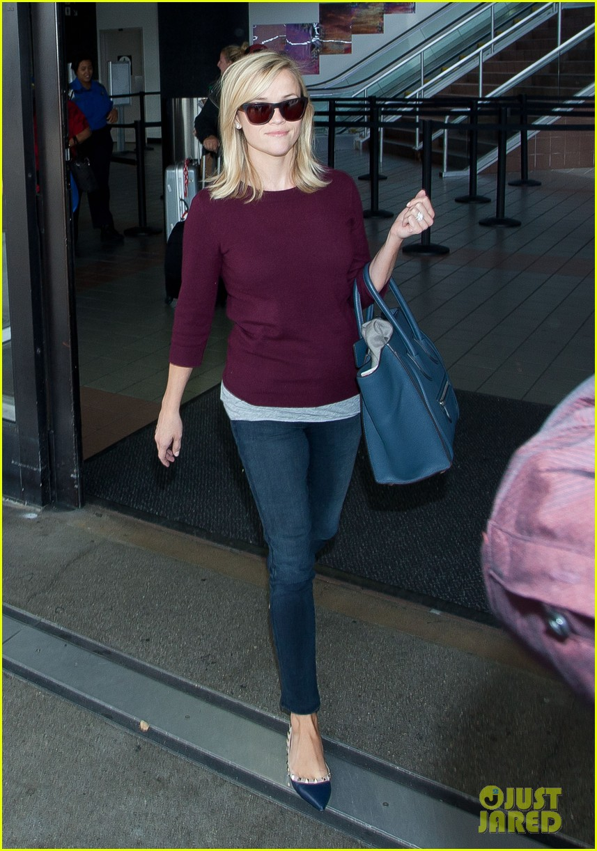reese witherspoon hits lax after devil's knot tiff premiere 092949106