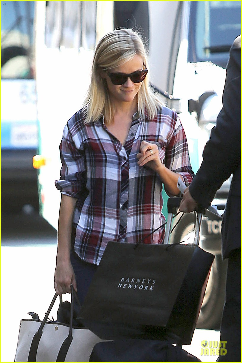 reese witherspoon plaid lax departure after workout 022953821