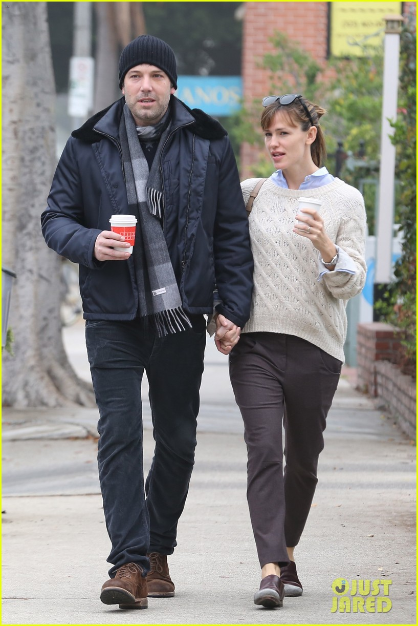ben affleck jennifer garner hold hands for coffee run 01