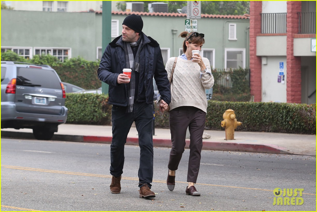 ben affleck jennifer garner hold hands for coffee run 03