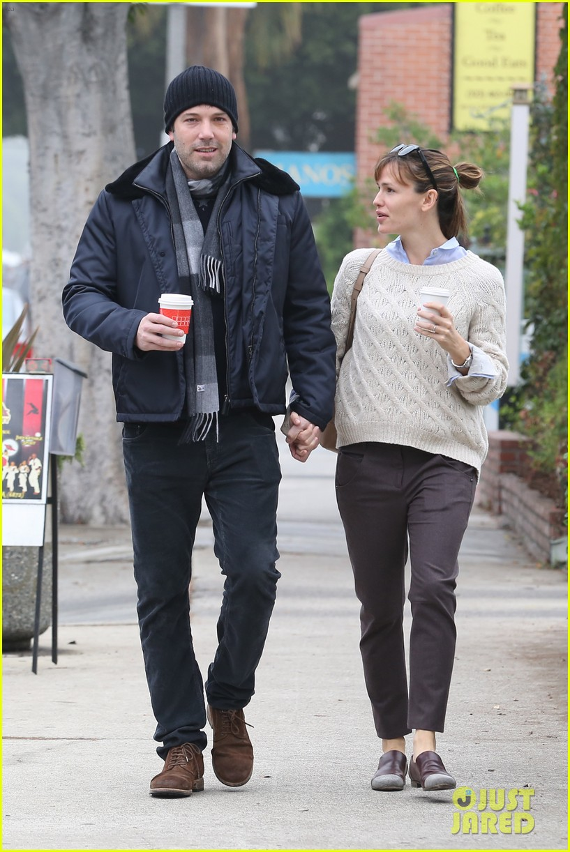 ben affleck jennifer garner hold hands for coffee run 072981383