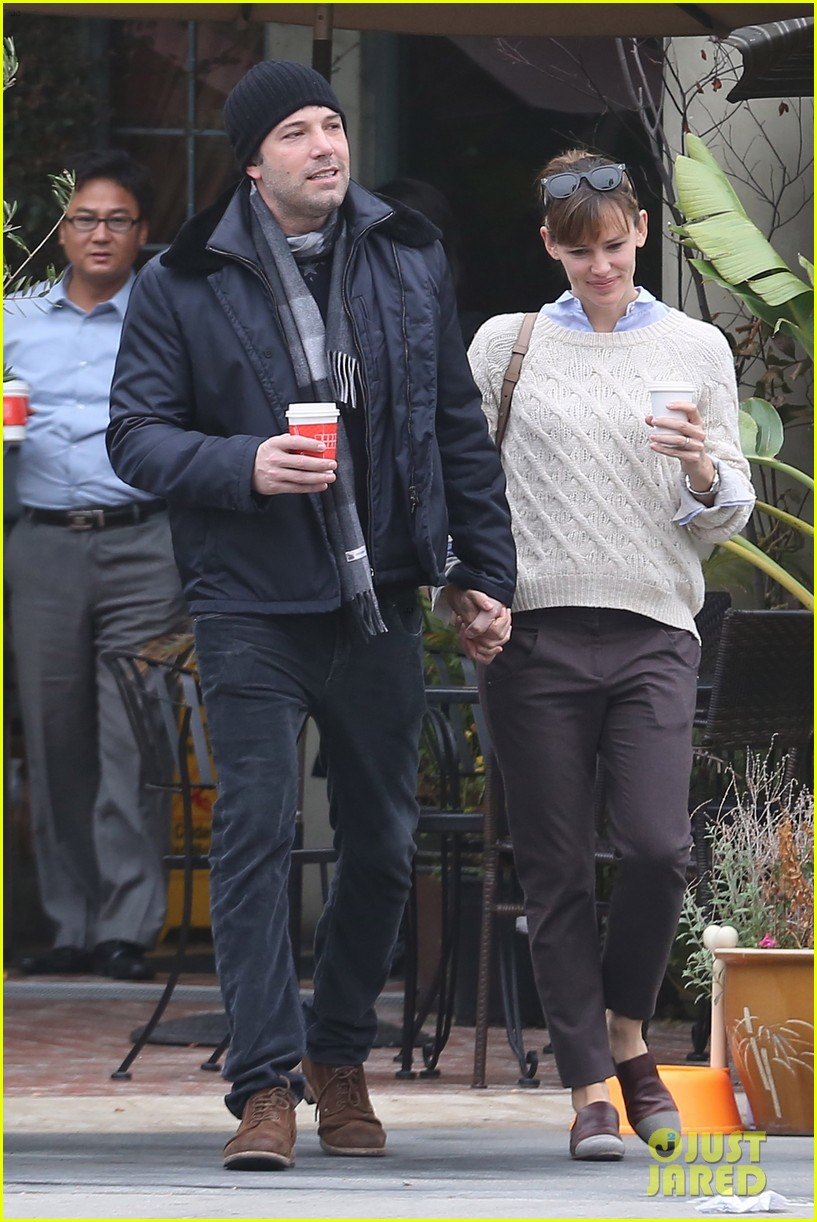 ben affleck jennifer garner hold hands for coffee run 15
