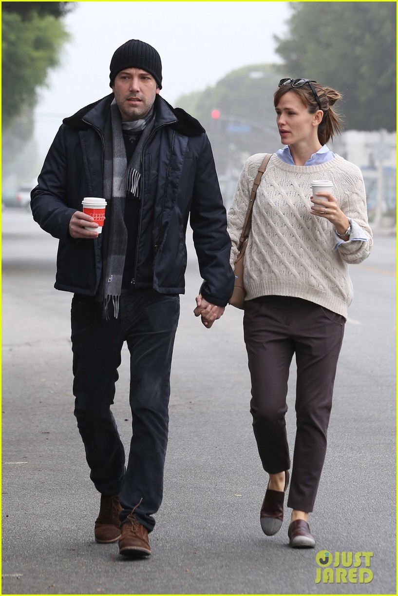 ben affleck jennifer garner hold hands for coffee run 17