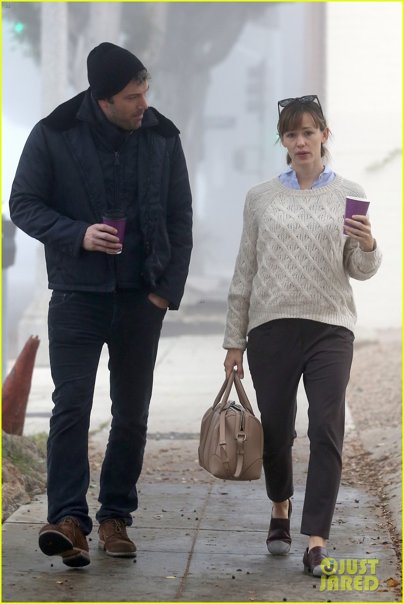 ben affleck jennifer garner hold hands for coffee run 20