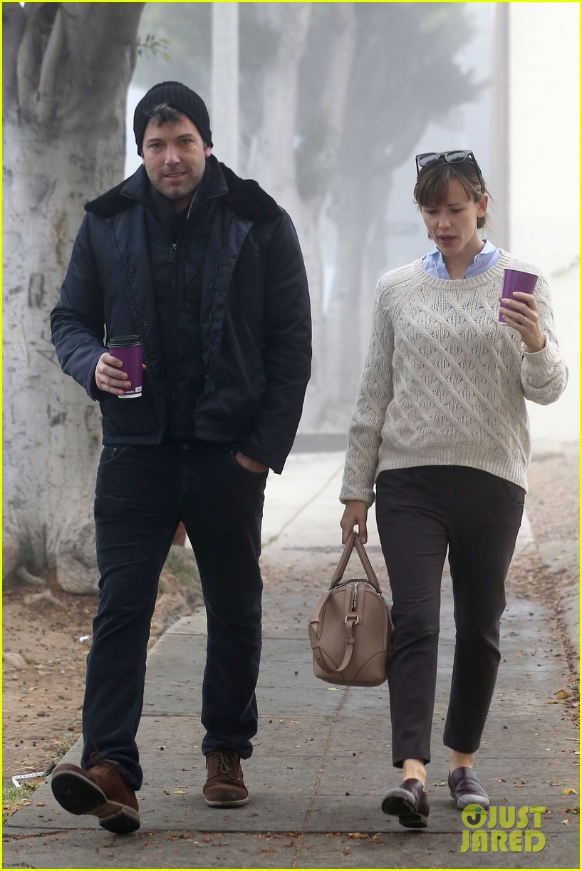 ben affleck jennifer garner hold hands for coffee run 21