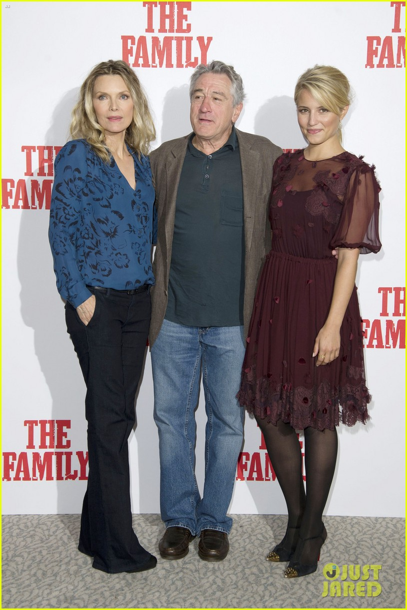 dianna agron michelle pfeiffer family london photo call 07
