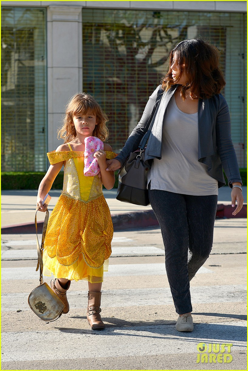 jessica alba visits mr bones brunches with her gals 05