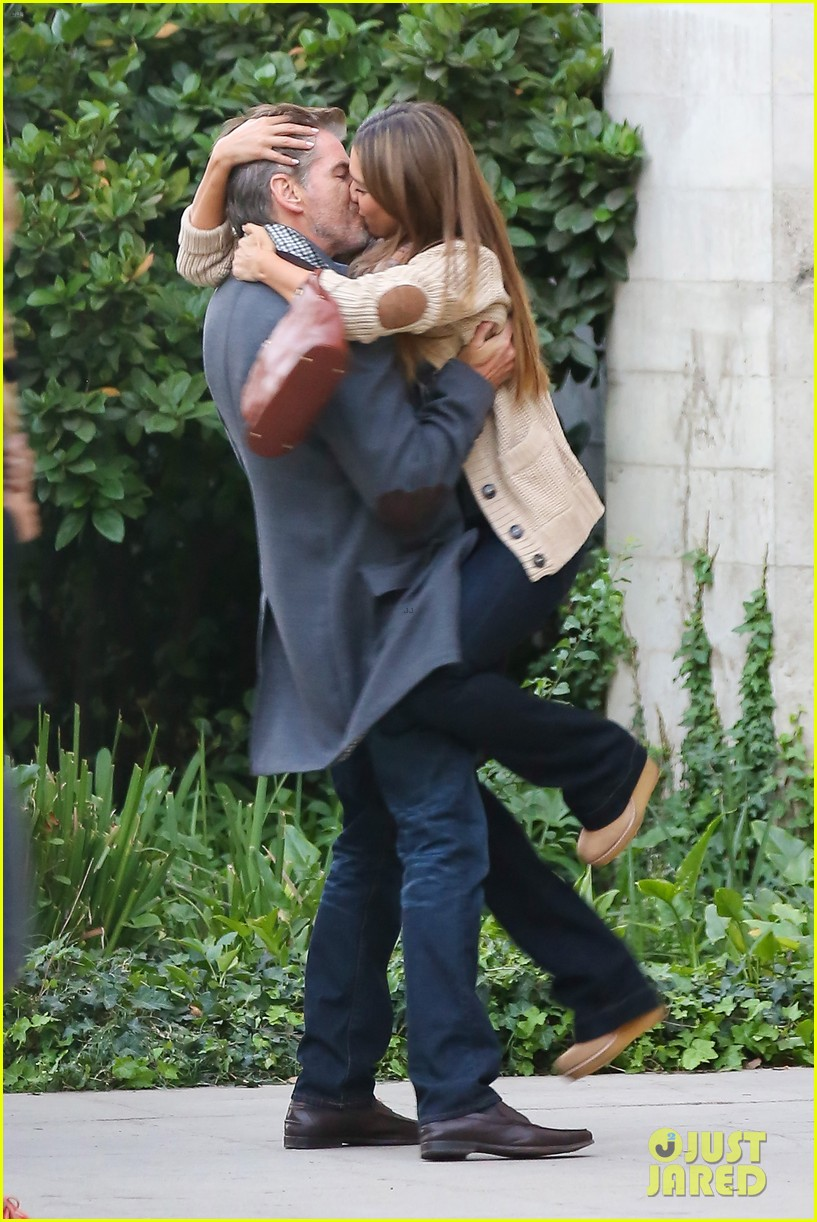jessica alba passionately kisses pierce brosnan for movie 02