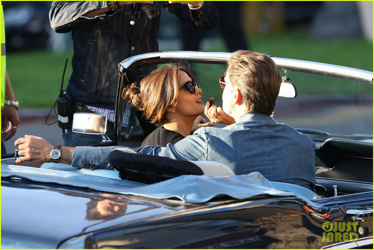 jessica alba passionately kisses pierce brosnan for movie 04