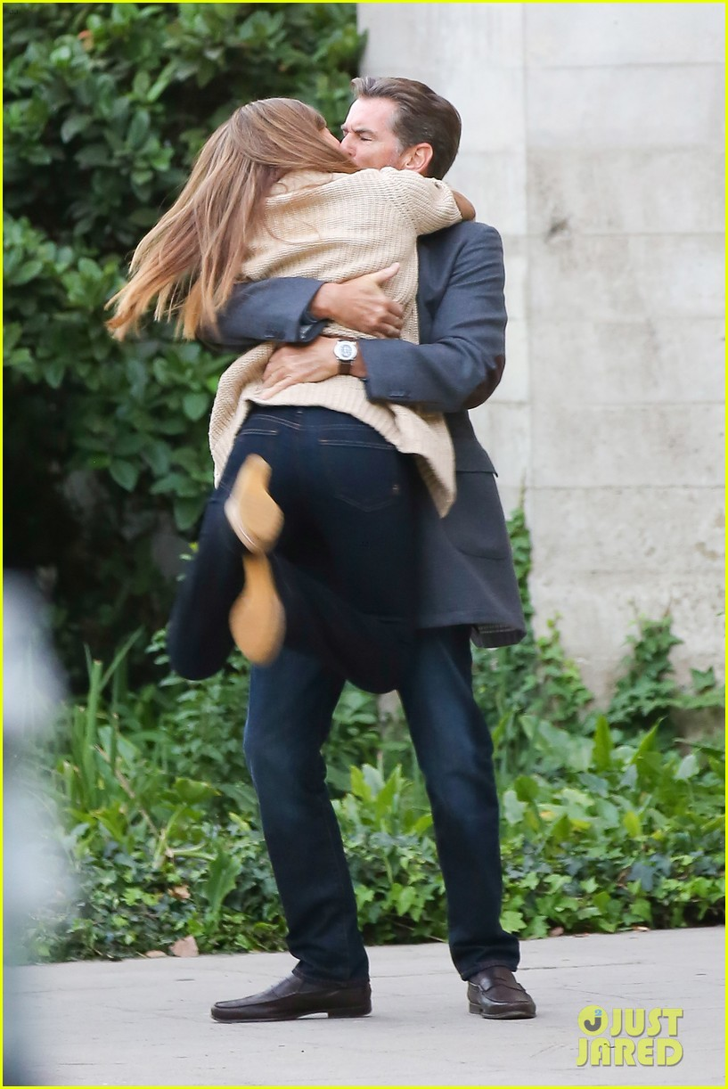 jessica alba passionately kisses pierce brosnan for movie 25