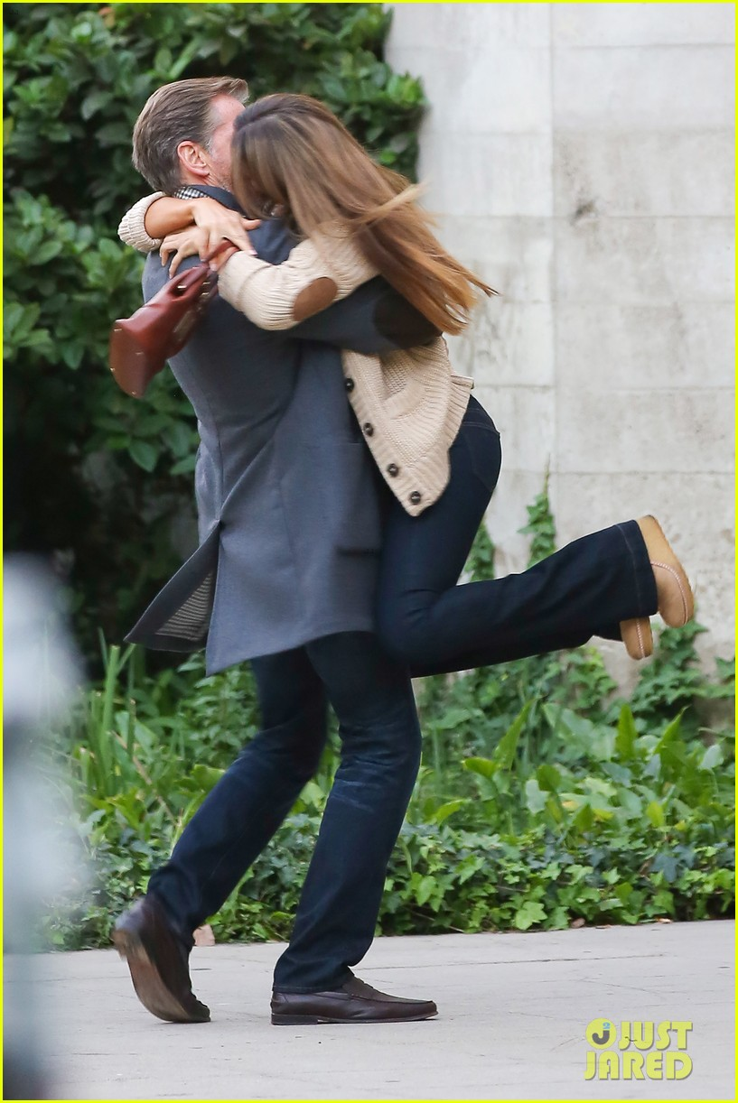 jessica alba passionately kisses pierce brosnan for movie 26