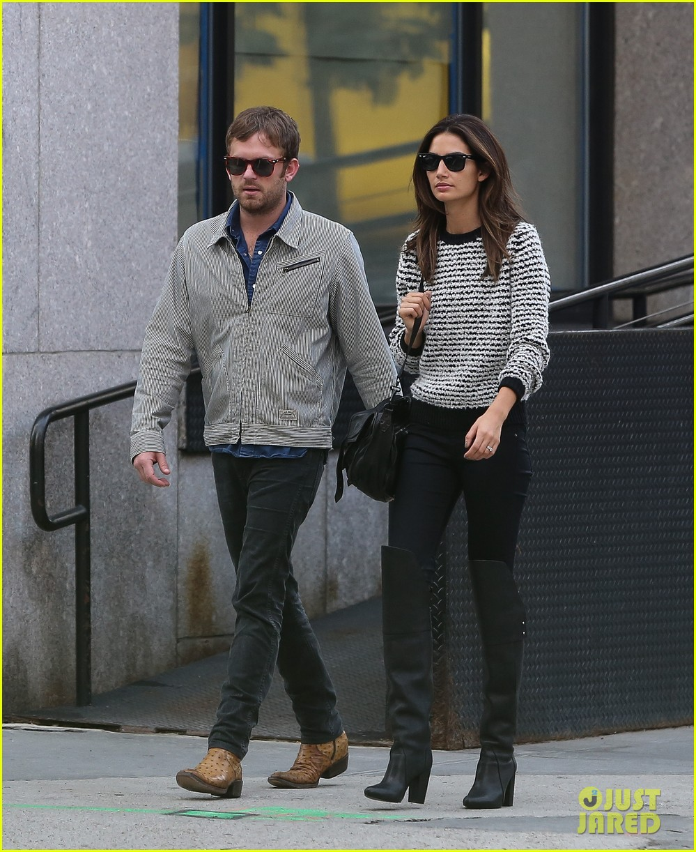 lily aldridge caleb followill stroll through tribeca 01