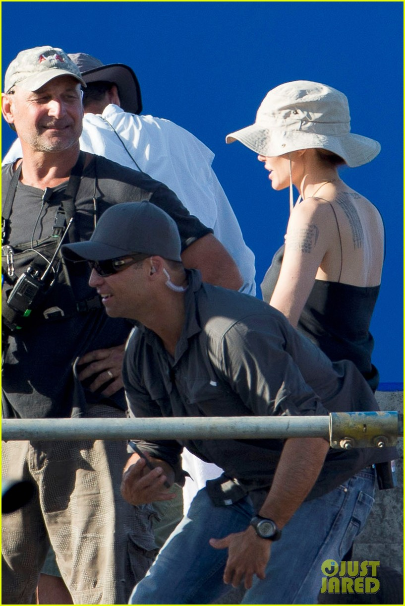 angelina jolie works hard on unbroken set 08
