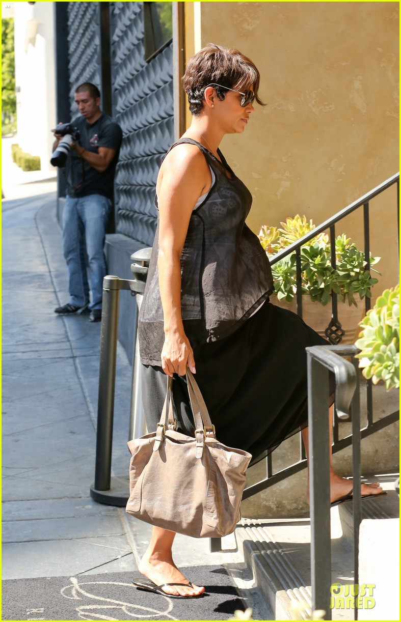 halle berry rivabella ristorante lunch after extant news 11