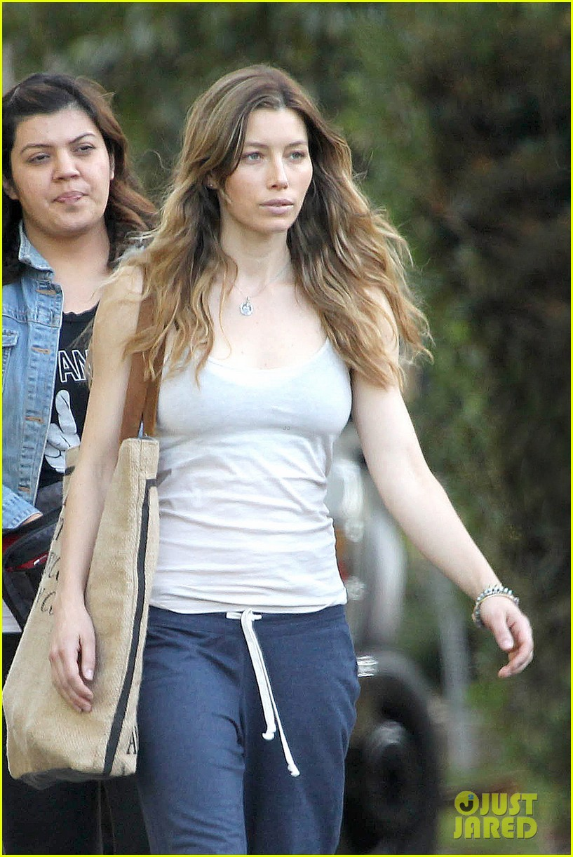 jessica biel shows svelte figure in tiny tank for shiva may 04
