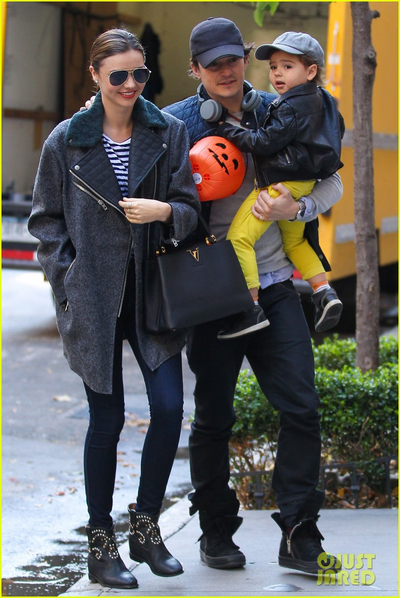 orlando bloom miranda kerr happy halloween with flynn 09