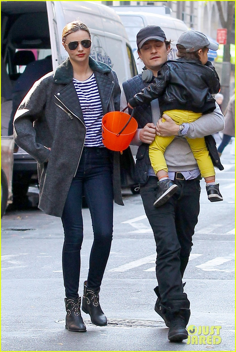 orlando bloom miranda kerr happy halloween with flynn 122981757